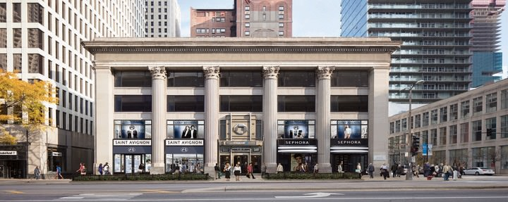 The 605 N Michigan Ave property in Chicago, IL is busy with visitors and shoppers.