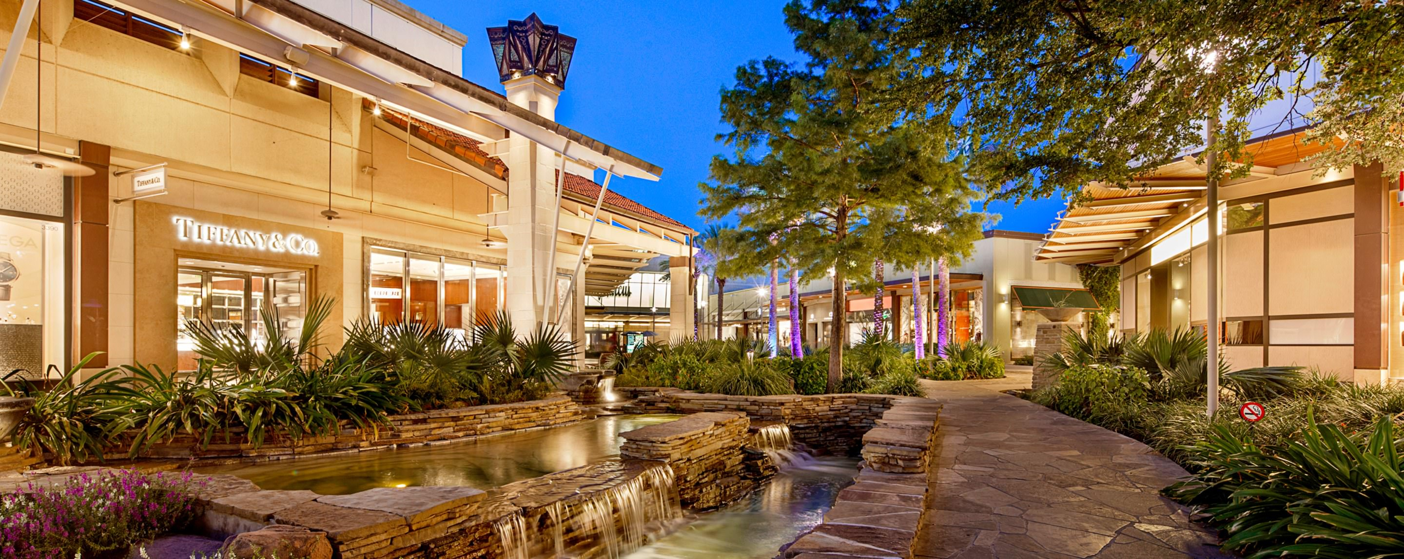 Outdoor walkway at La Cantera Office North