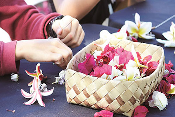 Lei making at Whalers Village