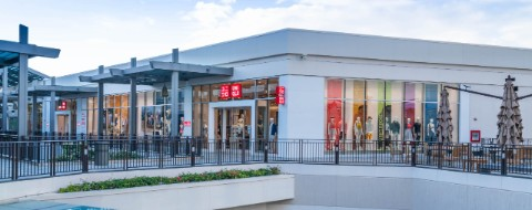 New UNIQLO store front at Ala Moana Center