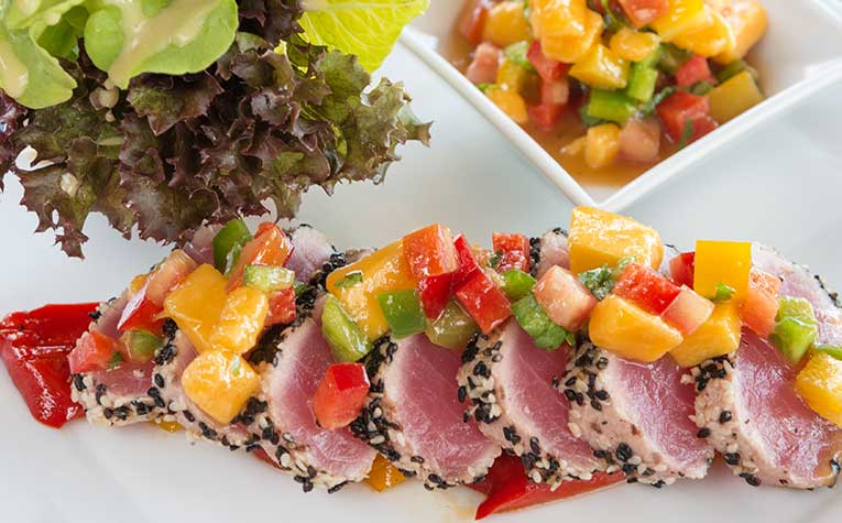 vibrant, well-plated dinner of tuna that represents dining options at Ala Moana Center